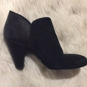 Gianni Bini black heeled booties size 5.5